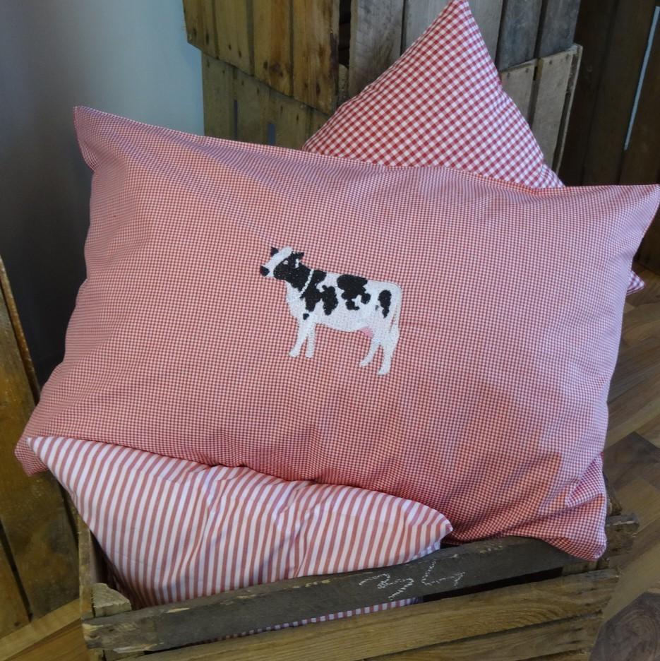 karo kissenh lle 40x60 mit stickerei kuh wunschbettw. Black Bedroom Furniture Sets. Home Design Ideas